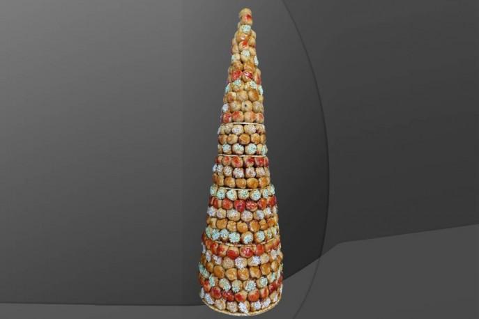 Pièce montée en cône en choux (prix par personne)